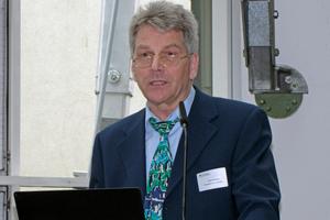 """<div class=""""bildtitel"""">Jörn Schwarz führte als Moderator durch die Fachtagung """"Klimaschutz: Kälte- und Klimatechnik in der Energiewende. </div>"""