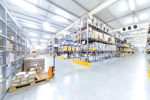 """<div class=""""bildtitel"""">Bild 1: Die """"AxiCool""""-Ventilatoren ab der Baugröße 500 sind für den Einsatz in großen Kühlhäusern und für Produktionsräume der Lebensmittelindustrie konzipiert.</div>"""