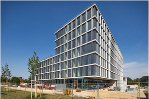 """<div class=""""bildtitel"""">Die TechBase, ein Bürogebäude mit Laborflächen, verfügt über ein besonderes Energiekonzept.</div>"""