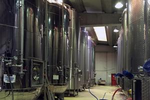 Gärtanks in der Schaumwein-Produktion bei Rivarose