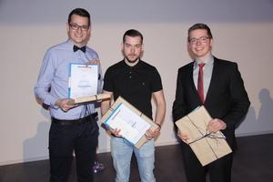 """<div class=""""bildtitel"""">Die drei Prüfungsbesten, von links: Nils Zimmermann (3.), Steffen Aehlig (2.) und Lukas Brand (1.)</div>"""