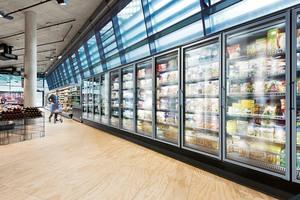 """<div class=""""bildtitel"""">Bild 1: Moderne Supermärkte sind ohne Ventilatoren nicht denkbar, denn nur mit ihrer Hilfe sind kompakte Kühlmöbel für den Normal-Kälte-Bereich (NK) und Tiefkühlbereich (TK) funktionsfähig. </div>"""