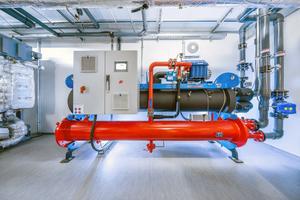 """<div class=""""bildtitel"""">Die """"Turbocor""""-Maschine von Engie übernimmt die Grundlastversorgung und schafft eine zentrale Voraussetzung für die effiziente Kälteerzeugung. </div>"""