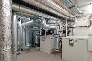 Wärmepumpen werden sowohl für das Heizen als auch für das Kühlen eingesetzt. Sommerliche Aufwärmung und winterliche Abkühlung des Erdbodens funktionieren im Pendelbetrieb; das kommt der Geothermieanlage zugute.