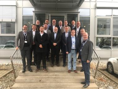 """Vertreter zahlreicher Mitgliedsunternehmen bei der Versammlung des Fachbereichs """"Industrie & Handel"""" im ZVKKW am 12.12.2018 bei AIT in Kasendorf"""