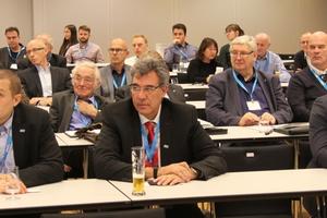 """<div class=""""bildtitel"""">Die Teilnahme an der Mitgliederversammlung hat sich für die Anwesenden wirklich gelohnt. </div>"""