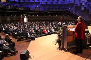 """<div class=""""bildtitel"""">Bärbel Höhn, ehemalige NRW-Umweltministerin, hielt einen aufrüttelnden Vortrag mit dem Titel: """"Zerstören wir unsere eigene Lebensgrundlage?"""" </div>"""