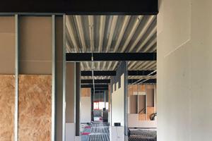 """<div class=""""bildtitel"""">Die rund 750 m² große Bürofläche wird über eine Fußbodenheizung geheizt. Sie ist als """"Roth Original-Tacker-System"""" ausgelegt.</div>"""