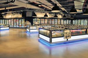 """<div class=""""bildtitel"""">60.000 Artikel, verteilt auf 12.000 m² – Blick in den größten Supermarkt Deutschlands</div>"""