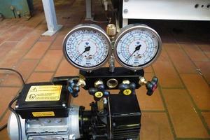 """<div class=""""bildtitel"""">Das eingesetzte kältetechnische Equipment muss für brennbare Kältemittel geeignet sein.</div>"""