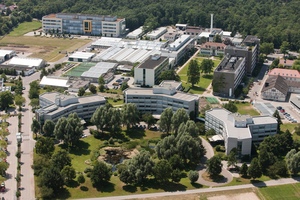 """<div class=""""bildtitel"""">BASF betreibt weltweit zigtausend Kälte- und Klimaanlagen – so wie auch hier im BASF Agricultural Center in Limburgerhof.</div>"""
