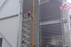 """<div class=""""bildtitel"""">Bild 12: Großplattenfroster während der Installation</div>"""