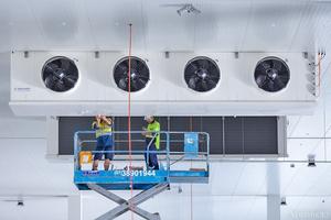 """<div class=""""bildtitel"""">Bild 7: Installation von Bereitstellungsbereichsverdampfern mit einer Kühlerleistung von 140 kW</div>"""