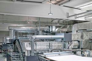 """<div class=""""bildtitel"""">In der Produktionshalle muss eine konstante Temperatur herrschen und die relative Luftfeuchtigkeit sollte bei 50-65% liegen.</div>"""