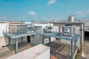 """<div class=""""bildtitel"""">Klima- und Lüftungstechnik auf dem Dach der Druckerei</div>"""