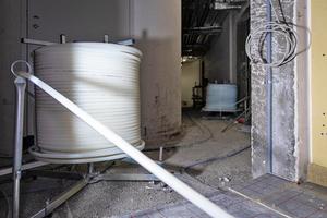 """<div class=""""bildtitel"""">Für die Fußbodenheizung werden im Grand Tower ca. 300 km Rohrleitung des Typs """"Uponor Comfort Pipe"""" verlegt.</div>"""