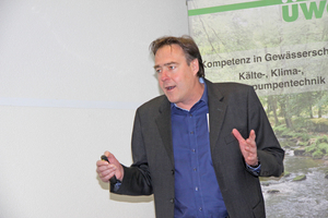 """<div class=""""bildtitel"""">Dr. Meinolf Gringel informierte über den Umgang mit natürlichen Kältemitteln.</div>"""