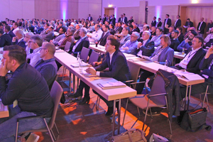 """<div class=""""bildtitel"""">Rund 350 Teilnehmer*innen besuchten die 5. Leading Air Convention.</div>"""