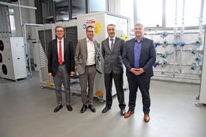 "<div class=""bildtitel"">Dietmar Goennheimer (AREA Manager MEHITS), Dror Peled (General Manager Marketing &amp; Export Sales LES), Luca Gissi (Comfort and Process Regional Sales Manager MEHITS) und Michael Lechte (Manager Product Marketing LES) im Climaveneta-Schulungszentrum in Italien</div>"