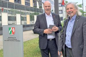 """<div class=""""bildtitel"""">Heribert Baumeister (li.) und Harald Conrad von der Westfalen AG (re.) </div>"""