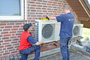 """<div class=""""bildtitel"""">Auf der Athoka-Homepage wird Kunden in Wort und mit vielen Bildern gezeigt, wie eine Klimaanlageninstallation abläuft.</div>"""