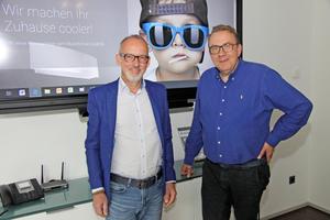 """<div class=""""bildtitel"""">Athoka-Vertriebsleiter Stefan Jung und -Geschäftsführer Achim Zeller – im Hintergrund sieht man die Startseite der eigenen Homepage. </div>"""