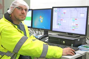 """<div class=""""bildtitel"""">Andreas Jentgens ist Kälteanlagenbauer und bei der DMK Ice Cream GmbH für die Kältemaschinen sowie die Druckluftversorgung zuständig.</div>"""