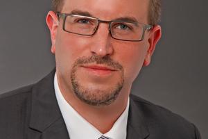 """<div class=""""bildtitel"""">Schiessl-Vertriebsleiter Richard Bauer</div>"""