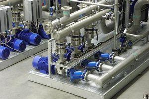 Frequenzgeregelte 22 kW-Kühlwasserpumpen betrieben in Grundlastwechselschaltung