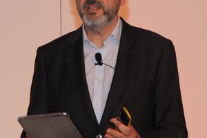 """<div class=""""bildtitel"""">David Diaz, Heating Sales Manager LG Air Solution Spain, erklärte die Produktvorteile der neuen R32-Split-Wärmepumpe.</div>"""