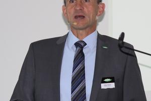 """<div class=""""bildtitel"""">Der Moderator des Symposiums und Schulungsleiter Volker Stamer</div>"""