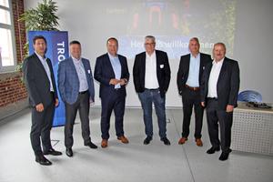 """<div class=""""bildtitel"""">Referenten und Gastgeber des 8. """"Trox X-Fans Events"""": Christian Söllner (links) und Hartmut Brandau (rechts) Trox X-Fans-Geschäftsleitung, Tim Boysen (2.v.l.) IT-Leiter Trox, Dr. Alexander Hoh (3.v.l.) Leiter F&amp;E Trox, Klaus Ege (3.v.r.), Fact GmbH, Thorsten Dittrich (2.v.r.) Bereichsleiter Vertrieb Trox </div>"""