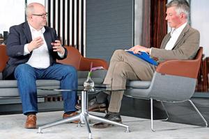 """<div class=""""bildtitel"""">Projektentwickler und Betreiber Thorsten Schütte (Premero Immobilien), links, im Gespräch mit KKA-Chefredakteur Christoph Brauneis</div>"""