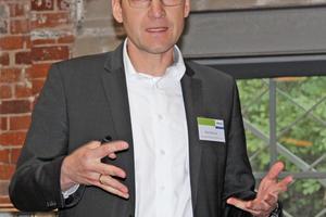 """<div class=""""bildtitel"""">Ralf Mühleck (ebm-papst) stellte die Vorteile der """"FanGrid""""-Ventilatoren vor. </div>"""