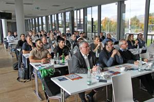 "<div class=""bildtitel"">Teilnehmer des Fachforums Kältetechnik in Stuttgart</div>"