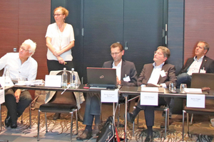 "<div class=""bildtitel"">v.l.n.r.: Prof. Dr.-Ing. M. Norbert Fisch (EGSplan), Andrea Voigt (EPEE), Rainer Homeyer-Wenner (Bauverlag), Uwe Steinbach (Toshiba), Wolfgang Mayrhofer (Swegon) </div>"