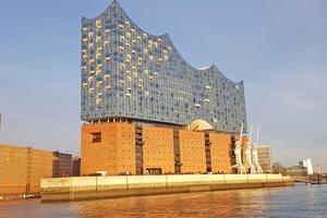 """<div class=""""bildtitel"""">In Gebäuden wie der Hamburger Elbphilharmonie ist die Luftbefeuchtung ein Muss.</div>"""