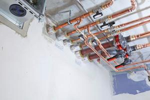 """<div class=""""bildtitel"""">Die verschiedenen Produkte aus dem """"Conlit"""" Abschottungssystem erfüllen im Bereich der Wanddurchdringungen sowohl die brandschutztechnischen Vorschriften als auch die Anforderungen an den Wärme- und Kälteschutz der Leitungsanlagen.</div>"""