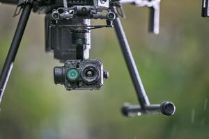 """<div class=""""bildtitel"""">Die """"Zenmuse XT2"""" vereint einen hochauflösenden Wärmebildsensor von FLIR und eine visuelle 4K-Kamera mit der Stabilisierungs- und Maschinenintelligenztechnologie von DJI.</div>"""