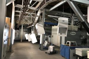 Mithilfe von Überstunden und Wochenendarbeit gelang es, die ersten Ventilatoren zusammen mit den Metallgehäusen innerhalb von zwei Wochen zu liefern.