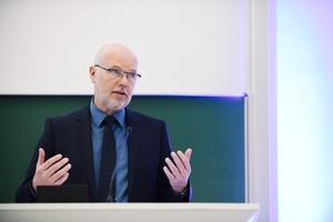 """<div class=""""bildtitel"""">Prof. Dr. Bernd Boiting ist Experte für Raumluft- und Kältetechnik. In Sachen Klimaanlagen sieht er beim richtigen Betrieb und geltenden deutschen Standards keine Gefahr für eine vermehrte Verbreitung des Coronavirus durch Vollklimaanlagen. </div>"""