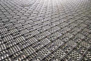 """<div class=""""bildtitel"""">Das """"PYD-ALU Floor""""-System bietet eine hohe spezifische Kühlleistung. So sind über 50 W/m<sup>2</sup> Kühlleistung im Norm-Auslegungsfall möglich. </div>"""