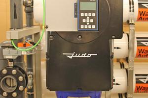 """<div class=""""bildtitel"""">Den erforderlichen Durchfluss und Fließdruck erzeugt eine frequenzgeregelte HD-Pumpe. Sie erzielt im Vergleich zu konventionellen Pumpen deutliche Energie- und damit Ressourceneinsparungen. </div>"""