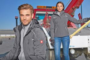 """<div class=""""bildtitel"""">Die 3-in-1-Funktionsjacke """"e.s.motion 2020"""" von engelbert strauss kombiniert eine warme Fleece-Jacke mit einer darüber getragenen Wetterschutzjacke und ist auch für Damen erhältlich.</div>"""