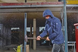 """<div class=""""bildtitel"""">Die auf einem Membran-System basierenden BP-Wetterschutzjacken schützen bei Außenarbeiten vor Nässe (Klasse 3) und Wind und sind atmungsaktiv (Klasse 3).</div>"""