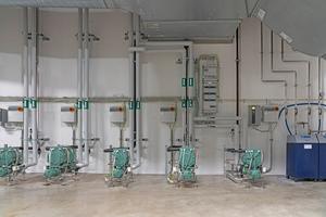 """<div class=""""bildtitel"""">Im Keller des Hotels sorgen zehn wassergekühlte Verflüssigungssätze von Bitzer für die Kühlung der verschiedenen Küchen und Kühl- sowie Tiefkühlräume des Hotels. </div>"""