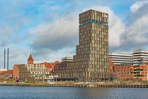 """<div class=""""bildtitel"""">Der berühmte Architekt Frank Gehry hat für den alten Industriehafen von Sønderborg einen Entwurf mit zehn Bauprojekten erstellt. Eines davon ist das Hotel Alsik.</div>"""
