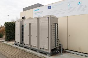 """Das """"Conveni Pack"""" mit dem natürlichen Kältemittel CO2 von Daikin vereint als besonders effiziente All-In-One-Lösung die Lebensmittelkühlung, Wärmerückgewinnung, Wärmepumpe und Klimaanlage in einer Einheit."""