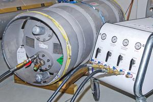 """<div class=""""bildtitel"""">Die elektrische Recovery-Maschine befüllt die Drum.</div>"""