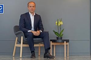 """<div class=""""bildtitel"""">Dr. Philipp von Stietencron, Chief Commercial Officer </div>"""